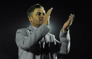 SUITS STEVE: Dartford boss King salutes supporters